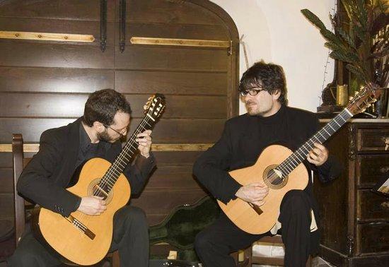 Albergo diffuso Monte Granatico: Il Duo Satie che ha suonato