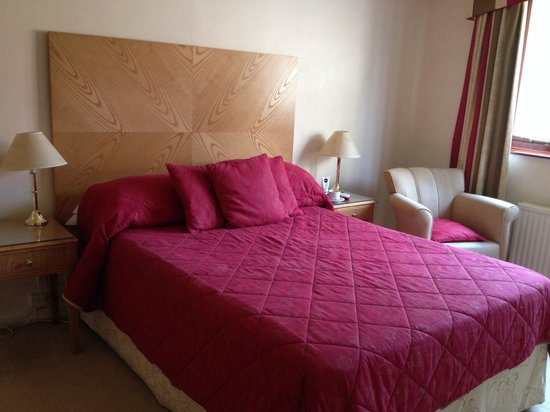 Scalford Hall Hotel: Comfortable rooms, with hospitality tray...etc