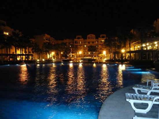 Hotel Riu Santa Fe: Pool by tower 7