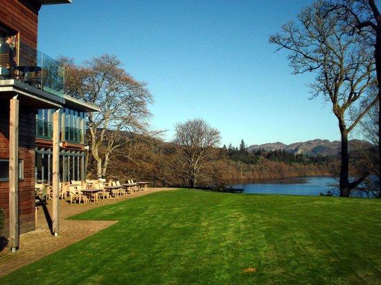 Fonab Castle Hotel: View over Loch Faskaley
