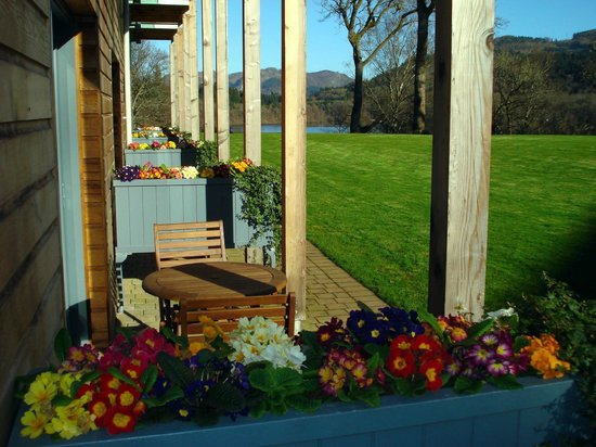 Fonab Castle Hotel: Woodland rooms and patio