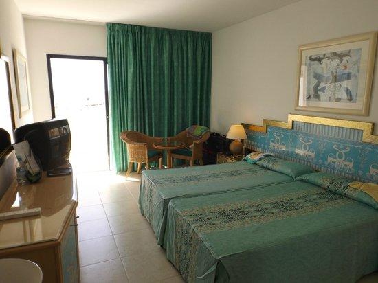 Bahia Princess Hotel: top floor room