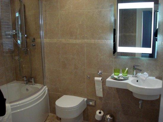 Fonab Castle Hotel: Bathroom