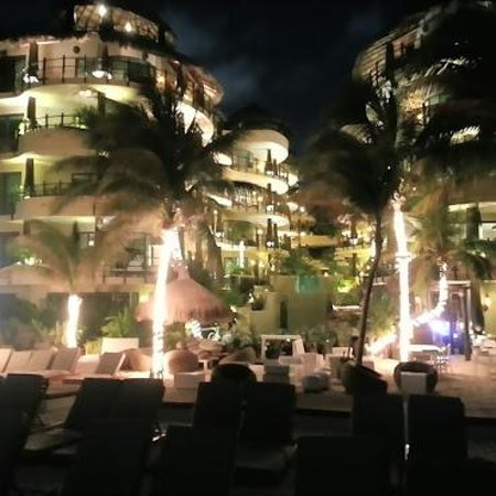 El Taj Oceanfront & Beachside Condos Hotel: all of the lights