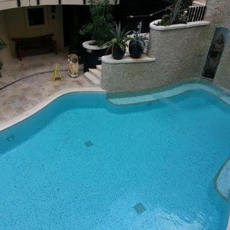 El Taj Oceanfront & Beachside Condos Hotel: pool