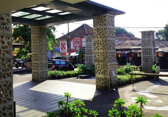 Sun Island Hotel & Spa Kuta: Entrada