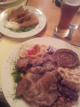 Mali Medo: Plate of meat