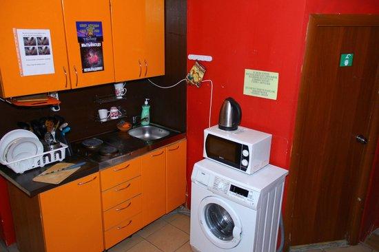 Bananas Hostel: Kitchen area