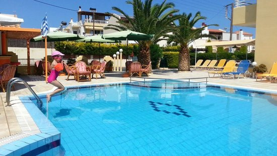 Cosmi Apartments: My little girl with the best pool in Crete all to herself. The owner nico is really proud of his