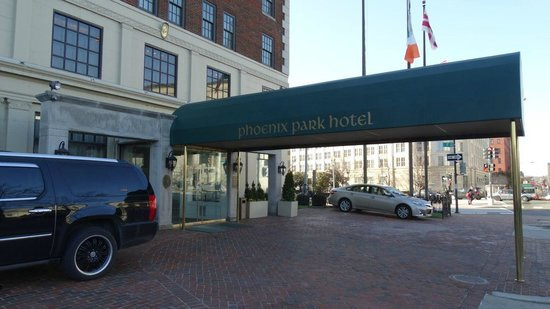 Phoenix Park Hotel: A view of the front of the hotel