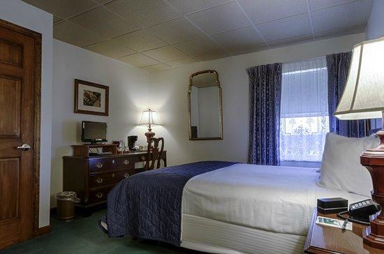 The Pollard: Room 322 - Queen Victorian