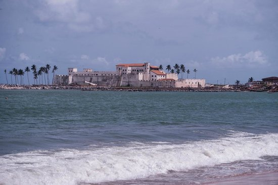 Elmina Castle: castle from the beach