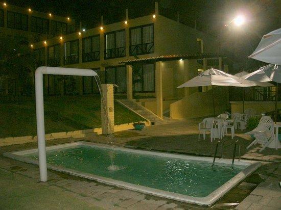 Cabanas Praia Hotel: A piscina