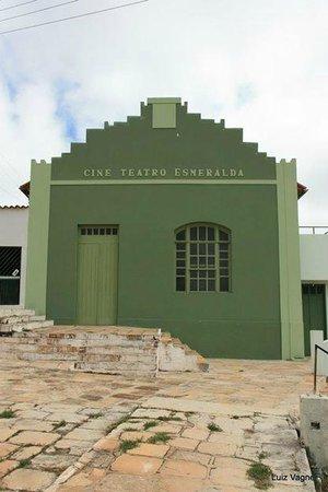 Corumba de Goias: Vista do prédio de frente