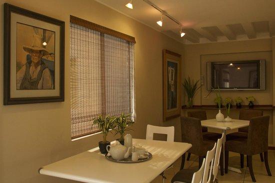 Hotel Park Suites: Cafetería