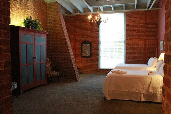 Brookstown Inn : 2 Full Beds