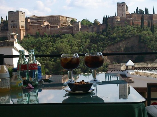 Carmen de Aben Humeya: Un placer disfrutar de una copa con estas vistas