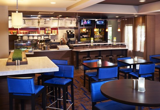 Courtyard Cleveland Airport South : Bistro Restaurant featuring Starbucks and a full bar!