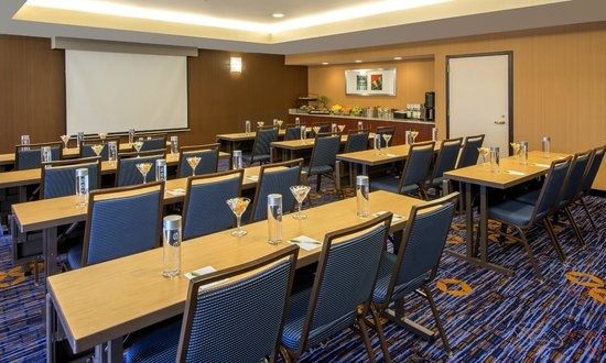 Courtyard Cleveland Airport South : Flexible Meeting Space