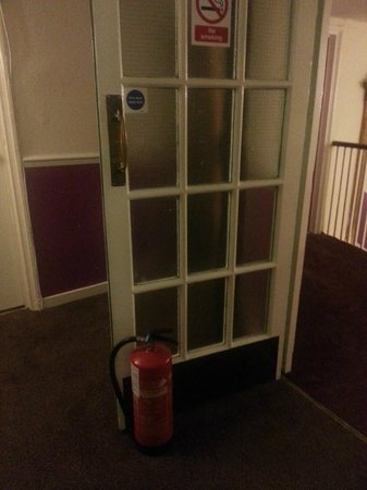 George Hotel: Every fire door was like this. Hope there's not a fire then!!