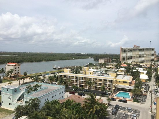 Hollywood Beach Marriott: View from room 1003 to the West