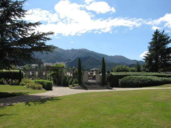 Heritage Hanmer Springs: The hotel's lovely grounds
