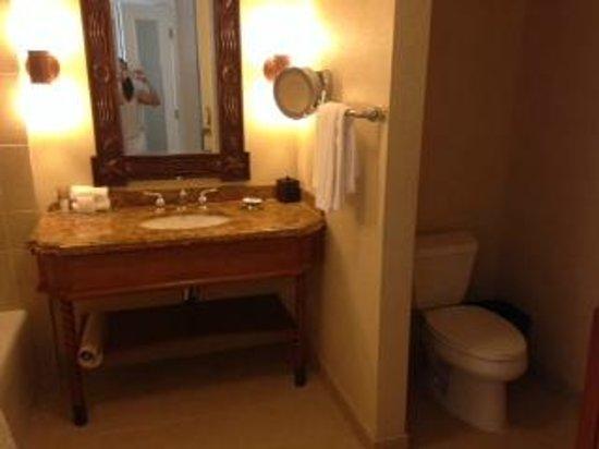 Hyatt Regency Huntington Beach Resort & Spa : Bathroom