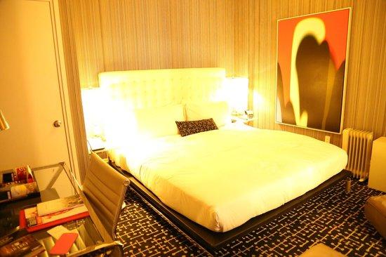 Moderne Hotel: Habitación pequeña, cama grande, baño muy bueno para ser NY