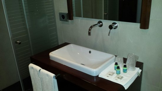 Hotel Granda: Baño