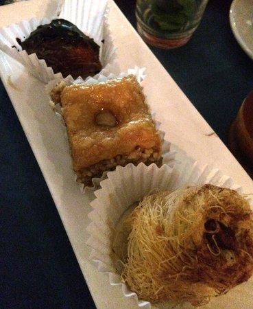 "Restaurante Taberna D""Ucles: VARIEDAD DE POSTRSE ARABES"