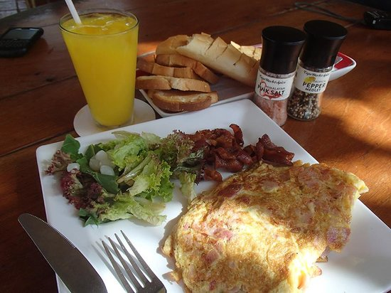 "Landhuis Daniel Plantation Restaurant: ""Big Breakfast"""