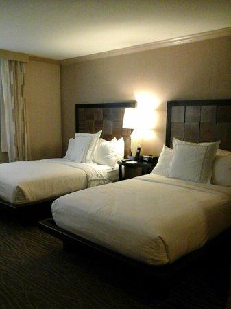Luxe City Center Hotel: quarto camas maravilhosas