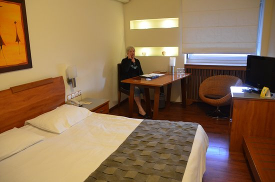 Capsis Hotel Thessaloniki : The room was practical