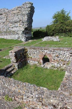 Richborough Roman Fort and Amphitheatre: Ruins