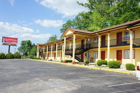 Sunset Inn: Exterior View