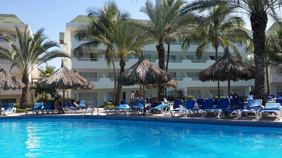 SUNSOL Isla Caribe: Vista de la piscina del área Real