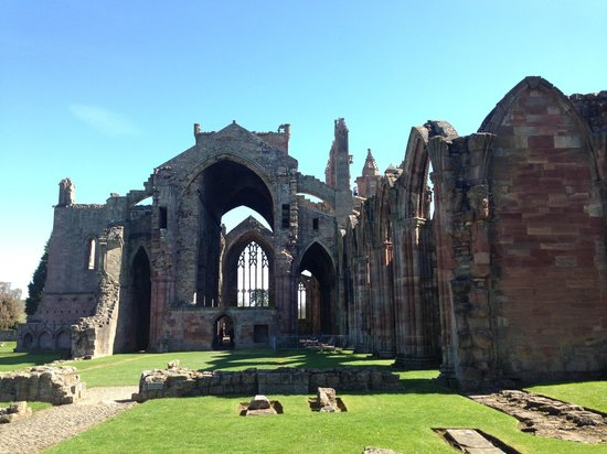 Rabbie's: Melrose Abbey