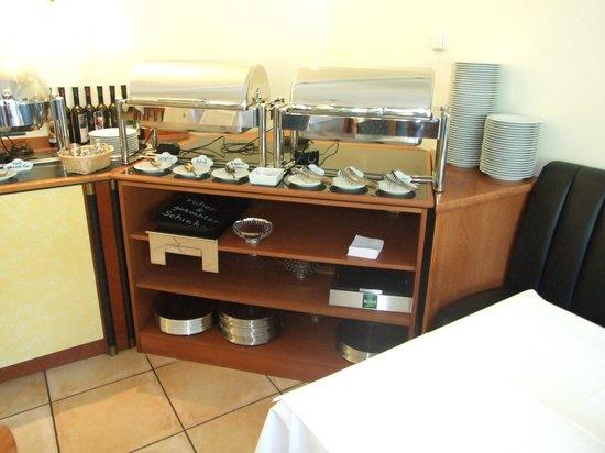 Moselromantik Hotel Kessler-Meyer: Buffet chaud petit déjeuner
