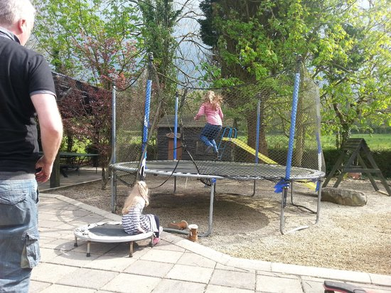 Arch House : fantastic garden and play area for children :)