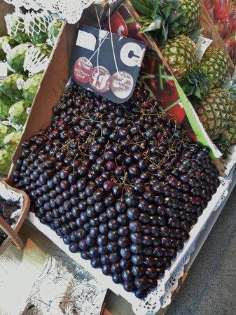 Mercado San Miguel: Gorgeous display of cherries