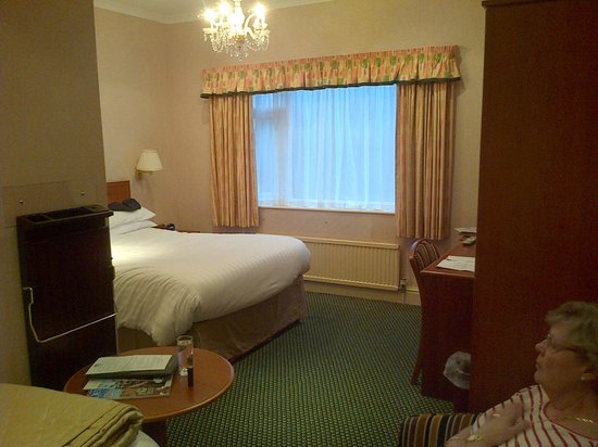 Langstone Cliff Hotel: Bedroom