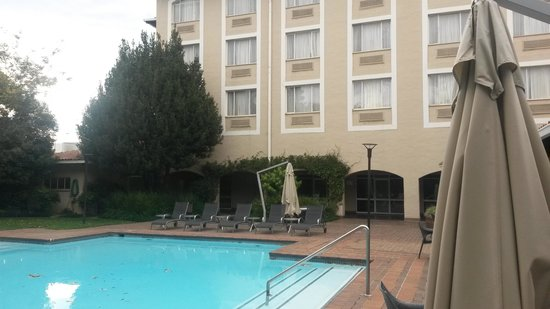 Garden Court O.R. Tambo International Airport: Poolside view