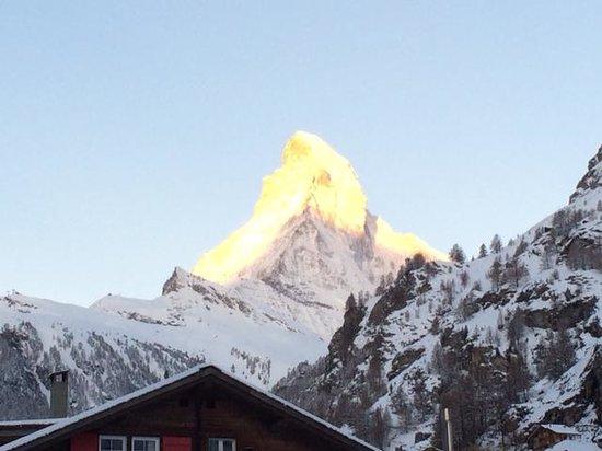 Allalin Swiss Alpine Hotel : Dawn rising