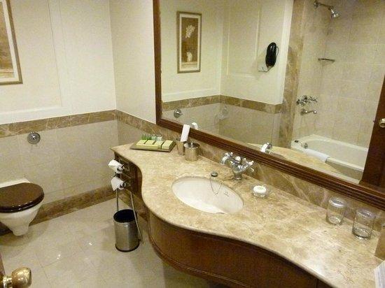 Radisson Hotel Jalandhar : bathroom