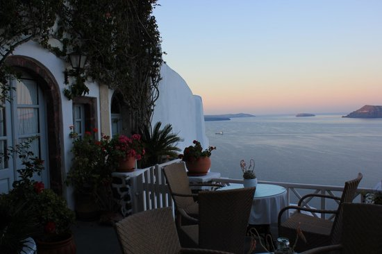 Alexander's Boutique Hotel of Oia: balcony shot early in the morning