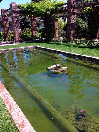 Belmond El Encanto: Water feature among the suites