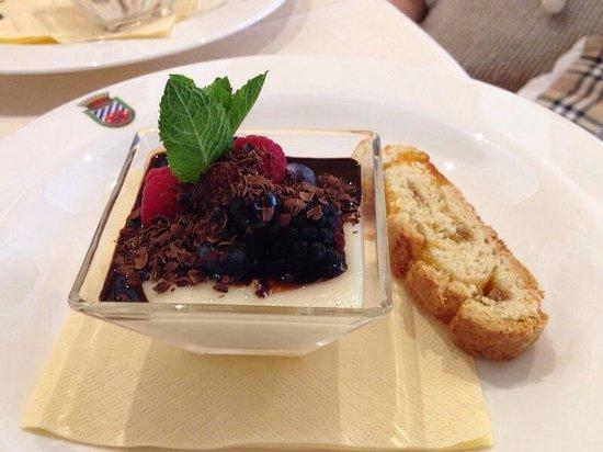 Hotel Golf Club Castelconturbia: Crema di mandorle e frutti di bosco