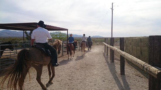 Stagecoach Trails Guest Ranch: Heading out on a ride