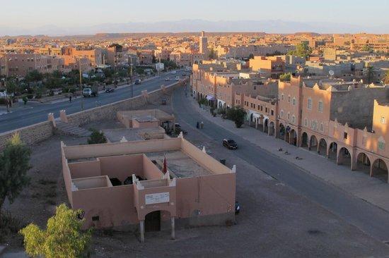 RESTAURANT DOUYRIA: Vue depuis la terrasse : coucher de soleil sur Ouarzazate