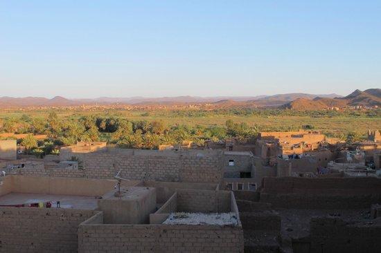 RESTAURANT DOUYRIA: Vue depuis la terrasse : coucher de soleil sur l'oasis